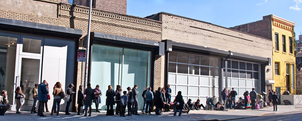 A photograph of visitors lining up for the exhibition Doug Wheeler at 519 West 19th Street in New York, dated 2012.