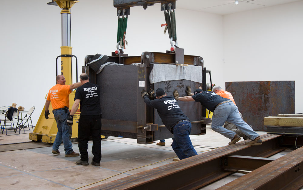 A photograph of Richard Serra's sculpture, Equal (2015), being installed in 537 West 20th Street in New York, for the exhibition Richard Serra: Equal, dated 2015.