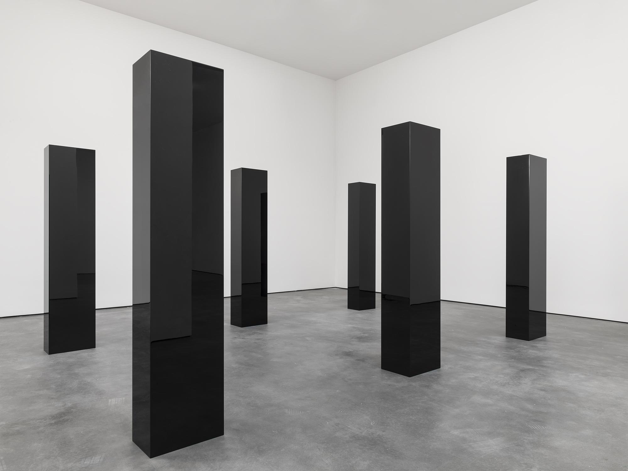 John mccracken david zwirner for Minimal art installation