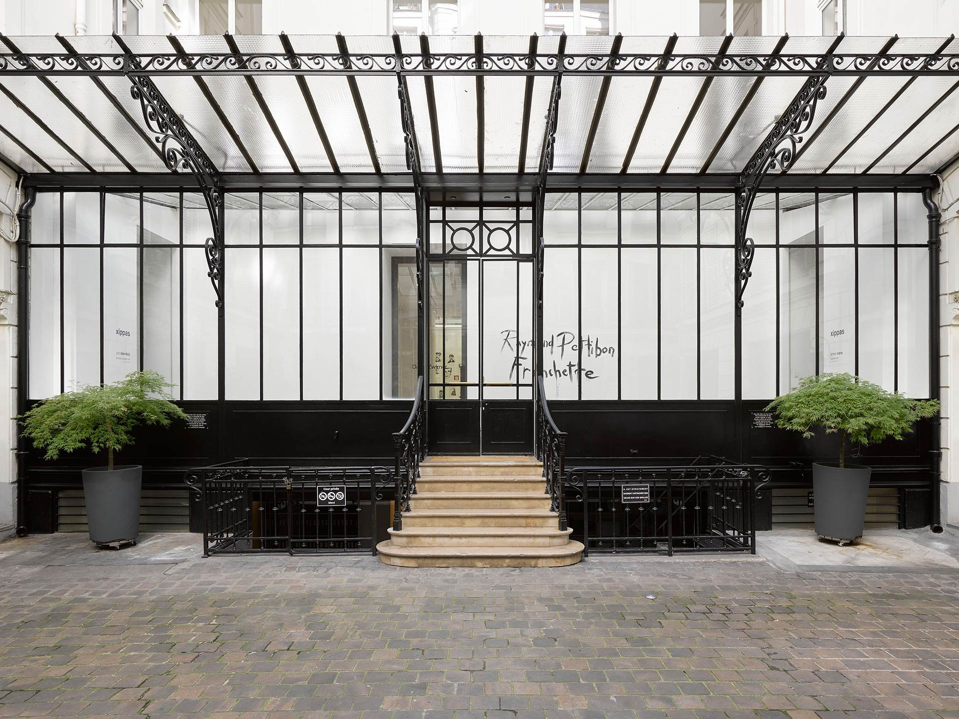 A photograph of the exterior of 108, rue Vieille du Temple, David Zwirner's Paris location.