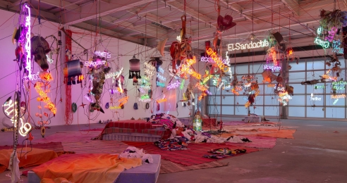 Installation view of the exhibition, Jason Rhoades: Tijuanatanjierchandelier, at David Zwirner in New York, dated 2019.