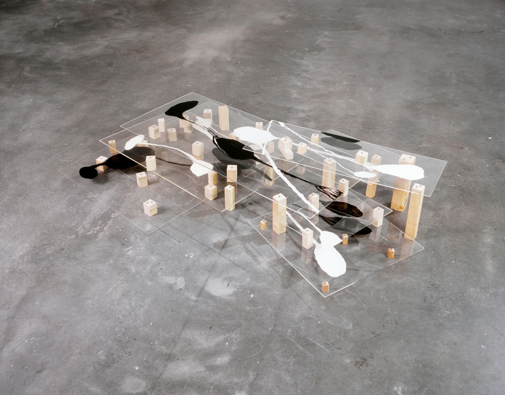 A photograph of a sculpture by Al Taylor, titled Untitled, dated 1990.
