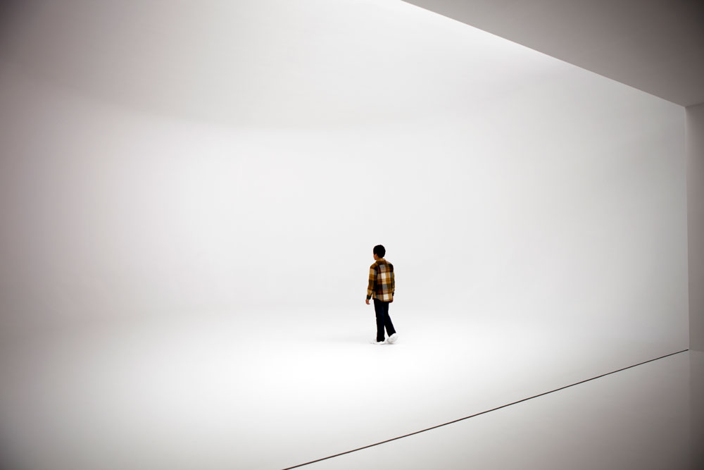 Installation view of the exhibition Doug Wheeler at 519 West 19th Street in New York, dated 2012.