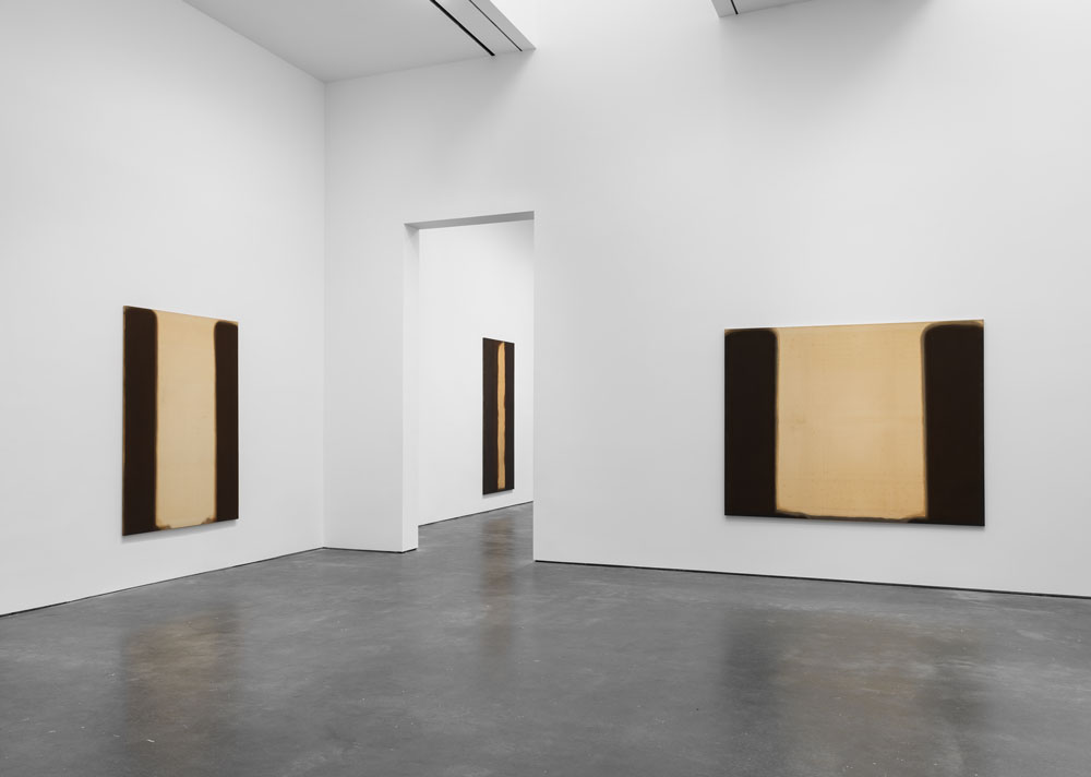 Installation view of the exhibition Yun Hyong-keun at 537 West 20th Street in New York, dated 2017.